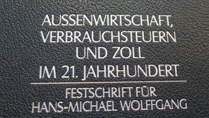 Umschlag der Festschrift für Hans-Michael Wolffgang