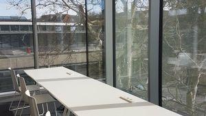 Für konzentriertes Lernen: ein sonniges Plätzchen an vorderster Fensterfront