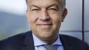 Porträt Rektor Meinhard Lukas.