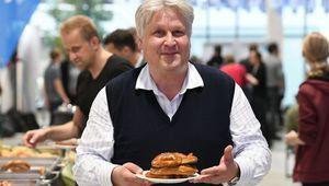Professor Sepp Hochreiter bei der Weißwurstparty.