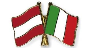 [Translate to Englisch:] Austrian and Italian Flags