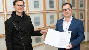 von links: Vizerektor Christopher Lindinger, Werner Haselmayr