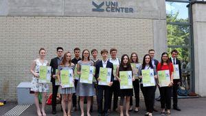 Gruppe von SchülerInnen die den HARIBO-Fachpreis erhalten haben