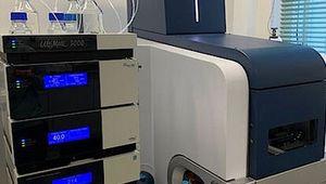 Mittels modernster massenspektrometrischer Verfahren haben die Forscher*innen Proteomics-, Metabolomics- und Lipidomics-Datensätze erhoben und zusammengeführt (© Institut für Analytische Chemie)