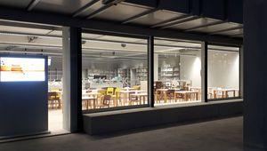 24/7-Lernzone in der Hauptbibliothek der JKU, fotografiert in der Nacht von außen