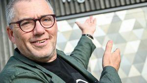 Portrait von Airan Berg vor dem Zirkus des Wissens