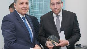 Biologe Ahmed El-Gazzar (rechts) bei der Preisverleihung der Arabischen Liga.
