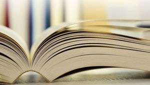 Buch aufgeblättert