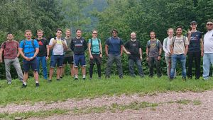 [Translate to Englisch:] LIT CPS Lab group picture during the hike.