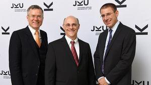 ikel teilen      von links: Jürgen Rassi, William J. Barbaresi, Gerhard Eschelbeck; Credit: JKU