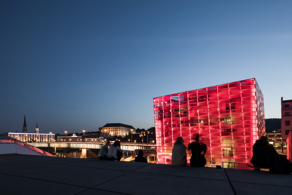 View over the Ars Electronica Center, the Nibelungenbrücke and the Schlossmusem Linz